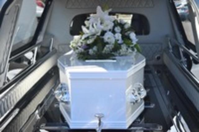 Cosa fare quando muore una persona in casa? Dopo aver chiamato il medico, chiedi un preventivo alle onoranze funebri
